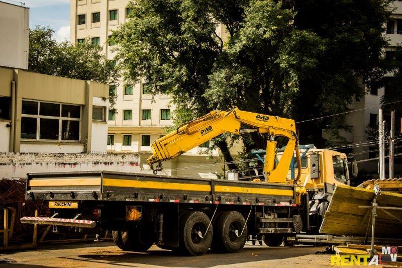 Caminhão munck locação zona leste